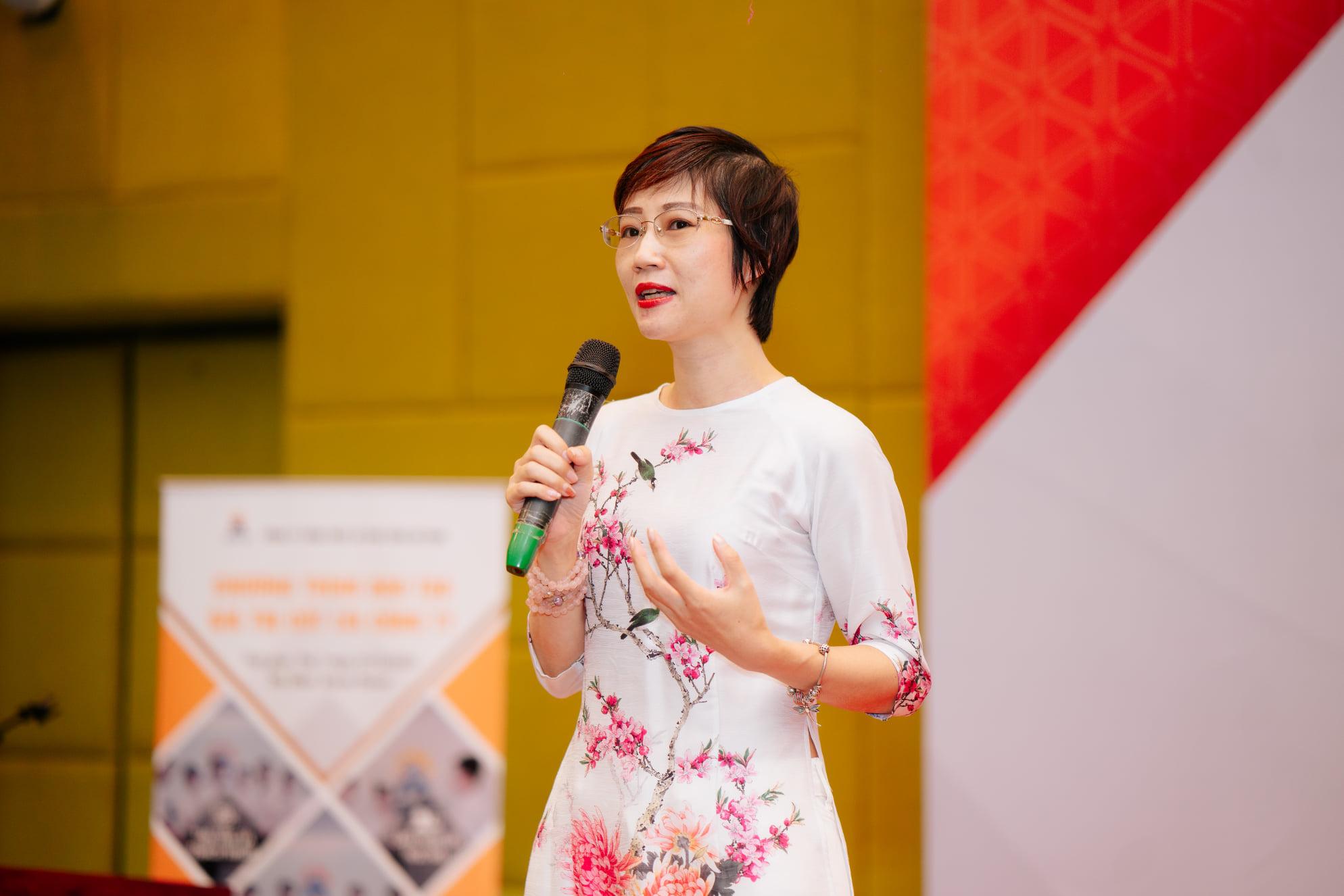 Chuyên gia Đặng Thanh Vân - Chủ tịch HĐQT Công ty Thanhs trực tiếp đào tạo, dẫn dắt chương trình