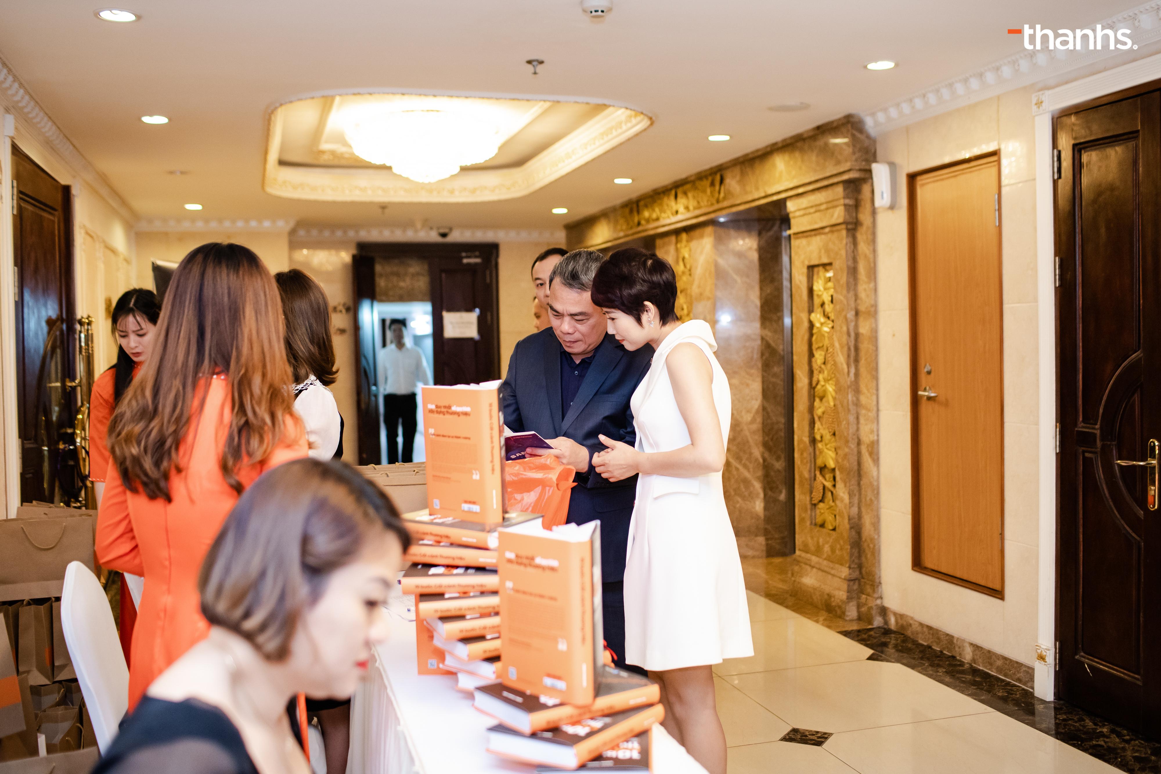 Ông Tô Chính Nghĩa - Nguyên chủ tịch Samsung Vietnam và chuyên gia Đặng Thanh Vân